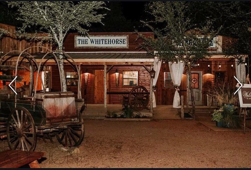 The restaurant White Horse at Oak Meadows - OAK MEADOW RANCH