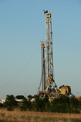 WIKIMEDIA COMMONS - A fracking rig in Texas.