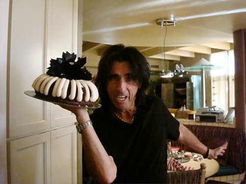 Apparently Alice Cooper is a fan of Nothing Bundt Cakes.