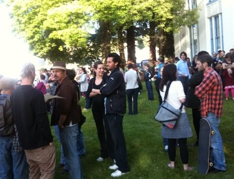 In three weekly appearances, Bites on Broadway attracted big crowds to Oakland Techs 45th-Street lawn.