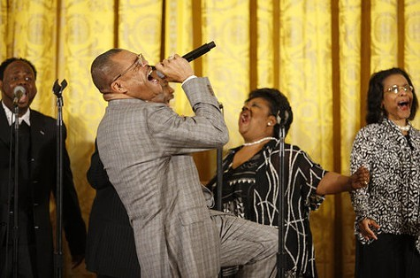 Walter_Hawkins_performs_on_stage_in_the_East_Room_of_the_White_House.jpg