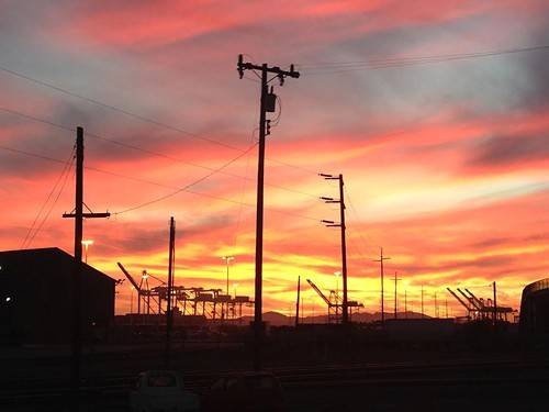 Sunset at the Port of Oakland (via Facebook/Linden Street Brewery)