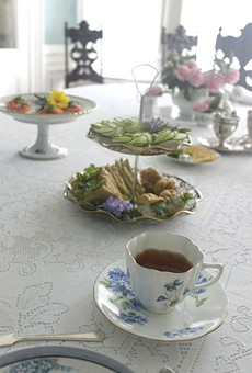 The tea service is totally worth $25.