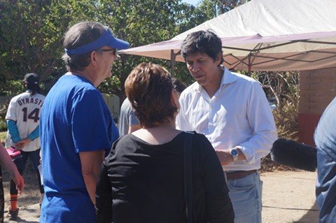 De León speaking to supporters after the event. - PHOTO BY AZUCENA RASILLA