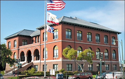 10-31_news1_alameda_city_hall.jpg