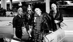 Gwen Stefani (center) in No Doubt.