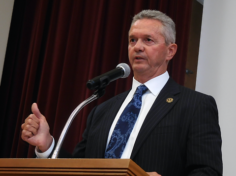 Alameda County Sheriff Gregory Ahern defended his policies before a gathering of faith leaders on Thursday.