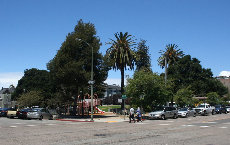A proposal from AC Transit for Lafayette Square would surround three sides of the park with buses.