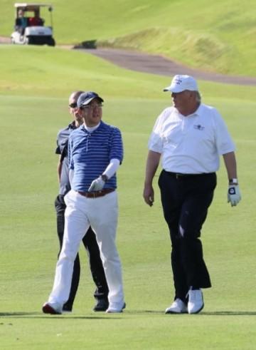 donald_trump_golfing.jpeg