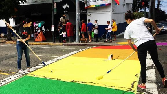 White Horse Bar | Oakland-North | Gay Bars | Bars, Clubs