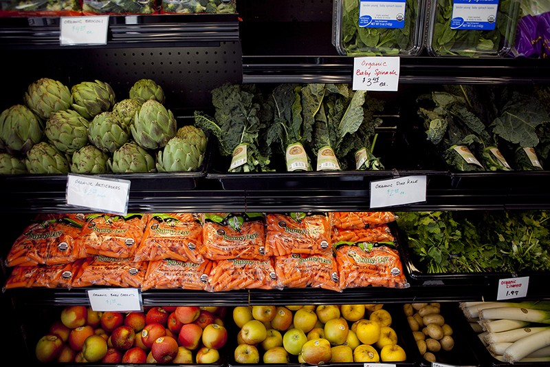 As part of the Healthy Foods, Healthy Neighborhoods pilot program, Berkeley's Franklin Bros Market is offering fresh produce for residents. - ERIN BALDASSARI