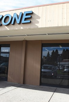 You can play computer gambling games for cash at the I-Zone in Pleasant Hill.