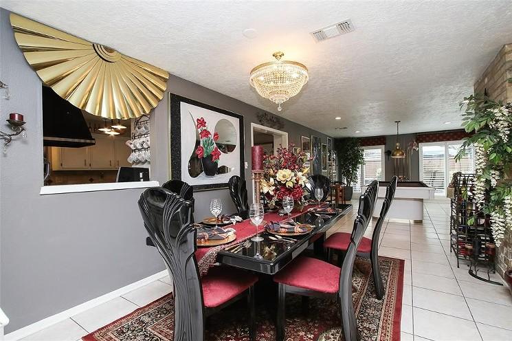 Nice dining room. - PHOTO FROM HAR.COM