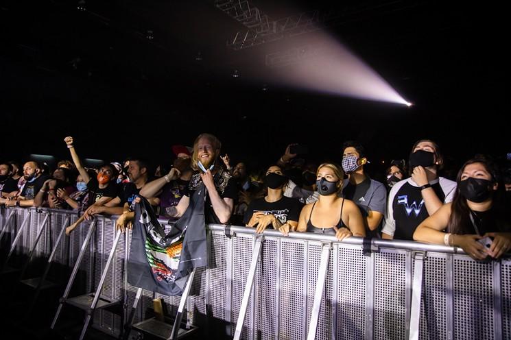 The crowd - PHOTO BY VIOLETA ALVAREZ