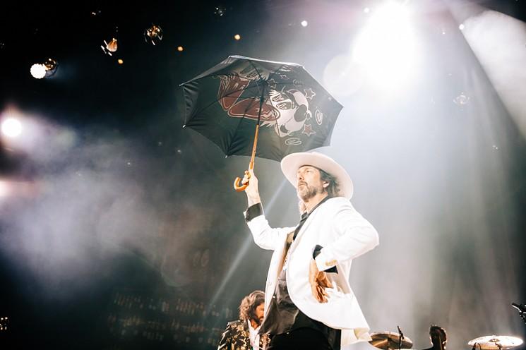 Chris Robinson came prepared for any rain at the Woodlands Pavilion. - PHOTO BY VIOLETA ALVAREZ