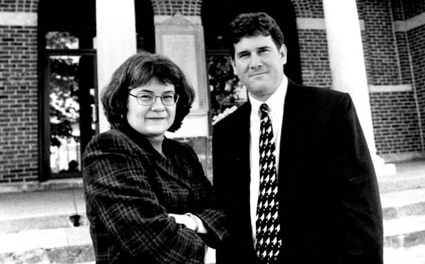 Bill Clutter with attorney Kathy Saltmarsh outside the Clark County courthouse in Marshal for a post-conviction petition hearing on Steidl's case in 1998. - PHOTO BY GINNY LEE