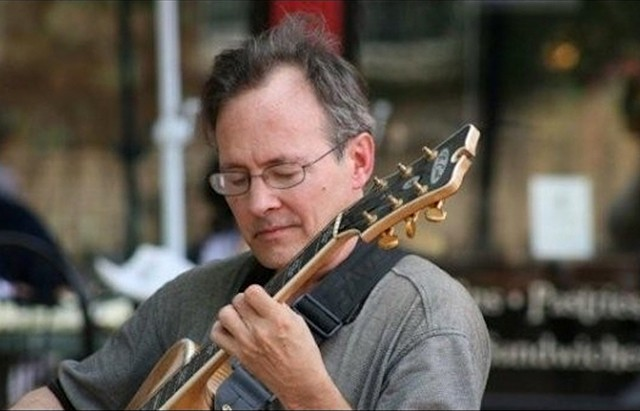 The Sam Crain Quartet plays jazz and such at Robbie's on Friday, May 18, from 5:30-7:30pm.