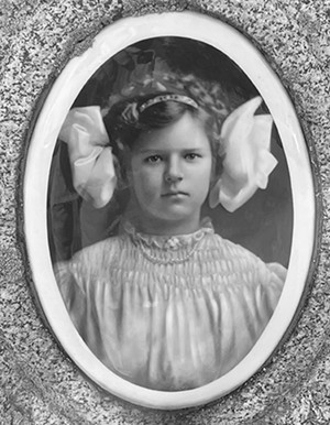 Lillian Marie Davis, 1898-1915