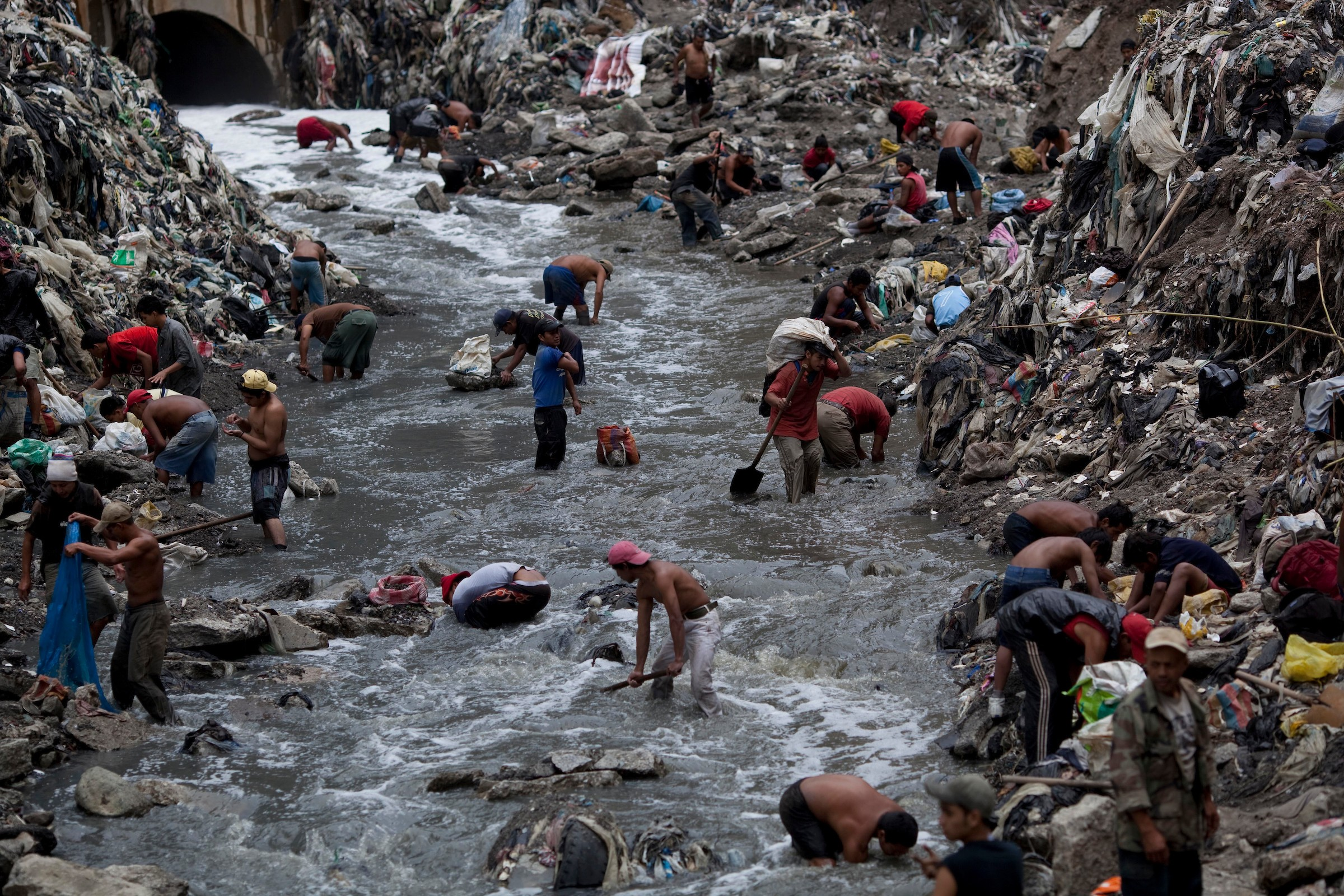 """People look for crap, bronze, gold and silver in the lowest section of the urban biggest dump  also called as """"Mine"""" is seen early morning, Guatemala City, Wednesday, Oct. 19, 2011. - AP PHOTO/RODRIGO ABD"""