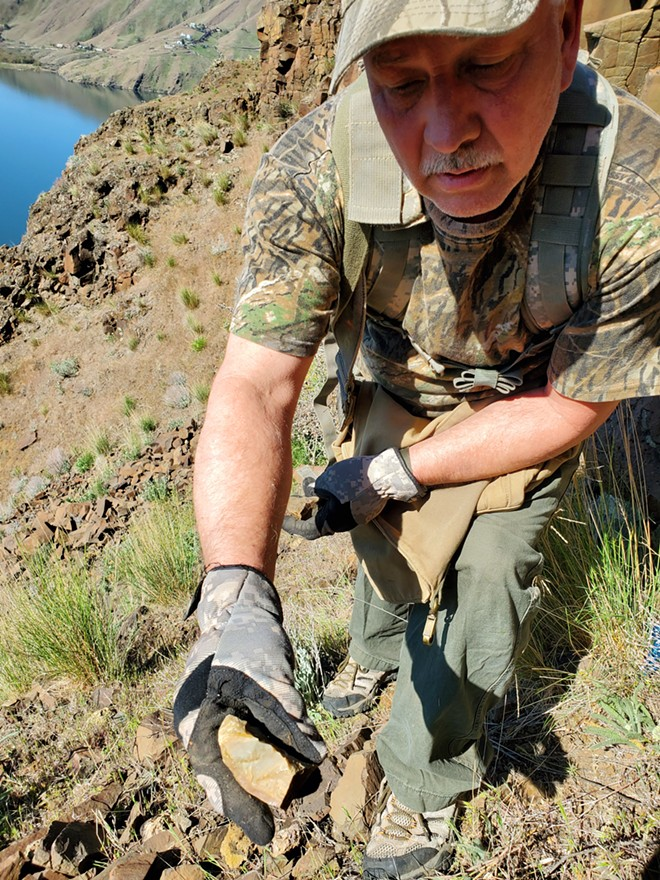 Darren Tolman, of Lewiston, talks about rocks and minerals, including jasper and common opal, that can be found along the breaks of the Snake River. - JENNIFER K. BAUER