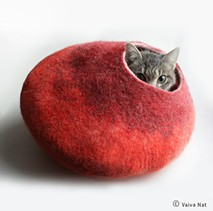 cat_cacoon_bed.jpg