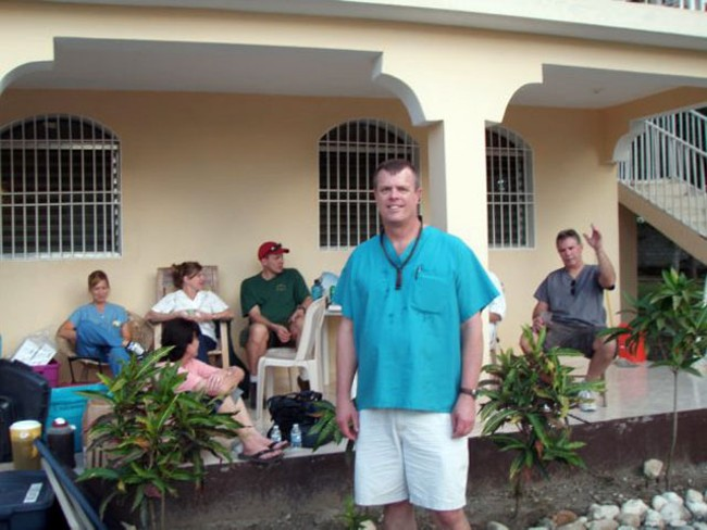 Dr. Mike Ettner with other medical volunteers in Haiti.