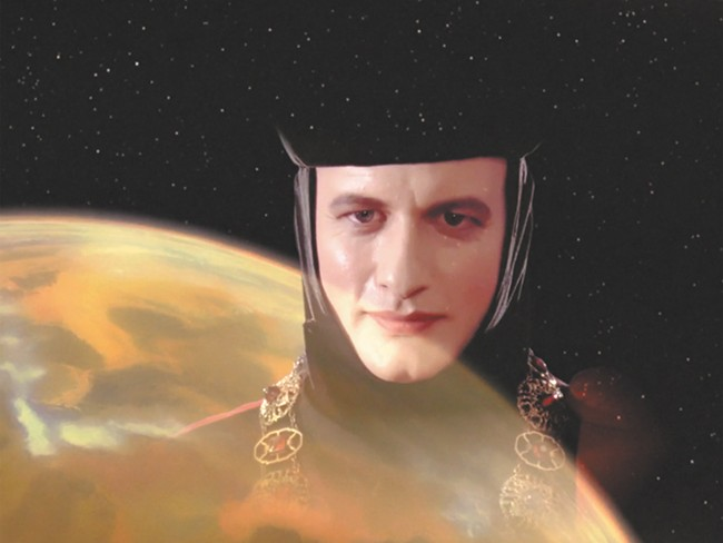 John de Lancie played Q on Star Tre: The Next Generation