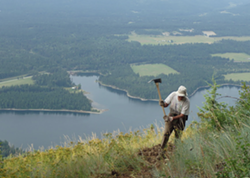 Volunteer Phil Degens repairs Trail No. 999. - FSPW