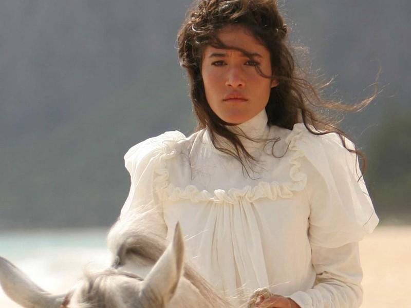 Q'orianka Kilcher plays Princess Kaiulani
