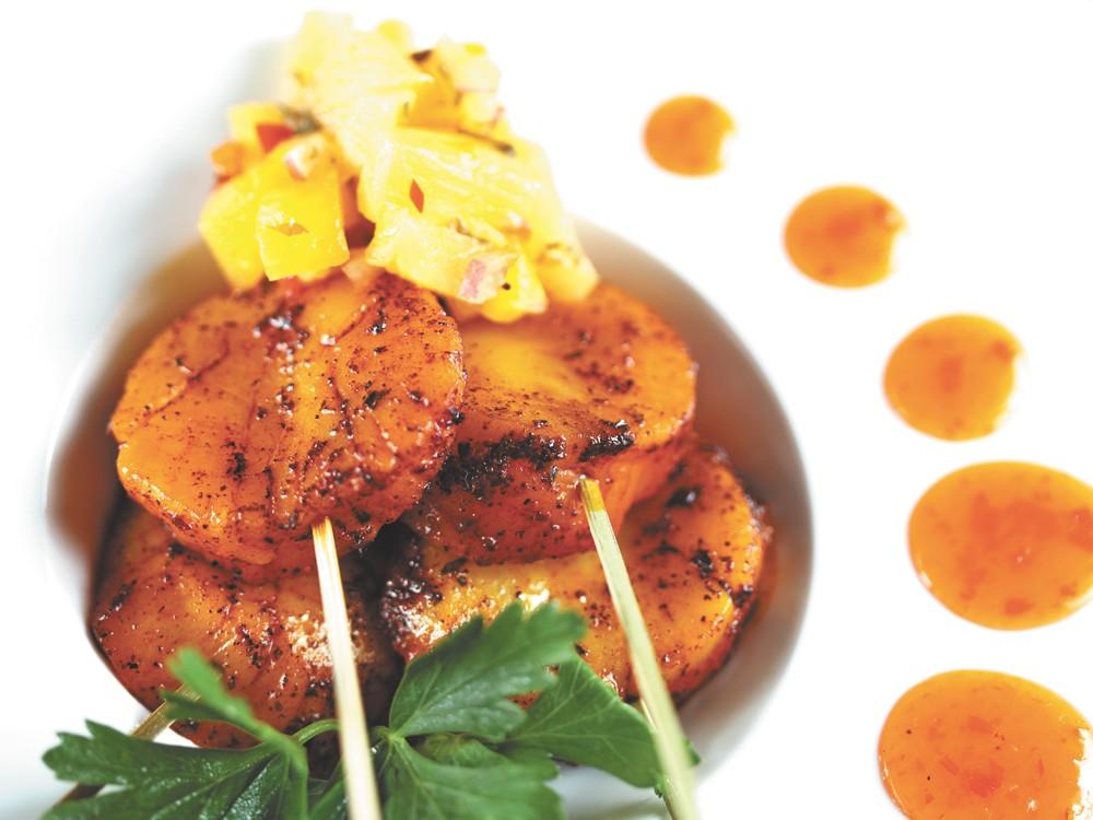 Satay's red chili sea scallops.| - YOUNG KWAK