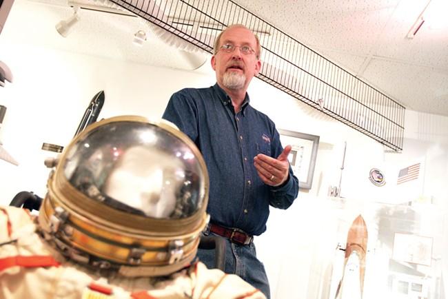 Solar System Ambassador Joe Bruce - YOUNG KWAK