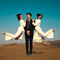 Indie-rock duo Kolars uses tap dancing, behind-the-curtain magic to wow audiences