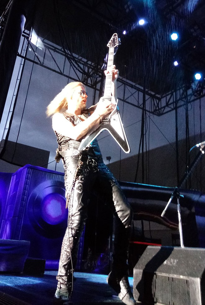Richie Faulkner goes vertical. - DAN NAILEN PHOTO