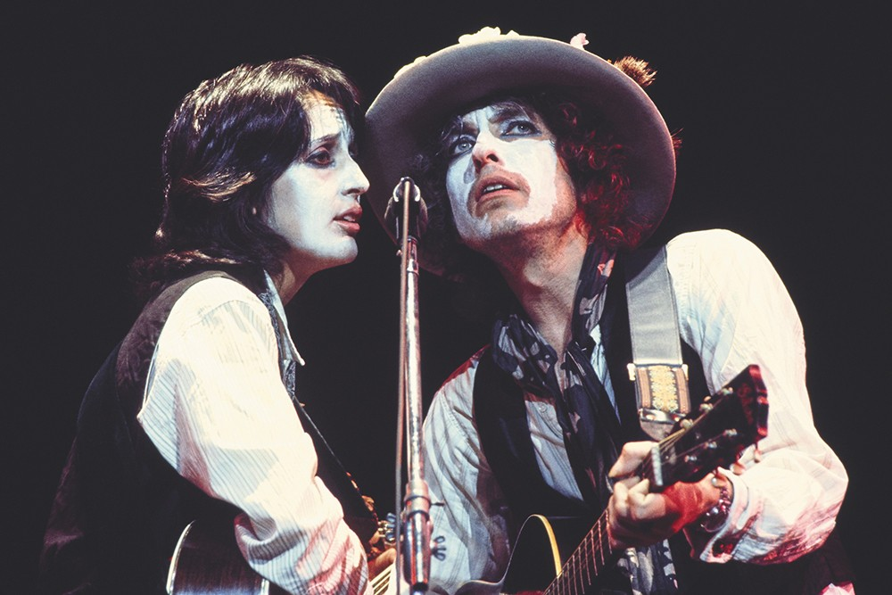 A supposedly real moment from Rolling Thunder Revue: A Bob Dylan Story.
