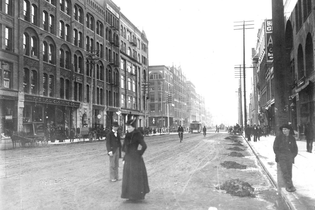 Looking southwest along Riverside Avenue from the corner of Stevens and Riverside in the early 1900s.
