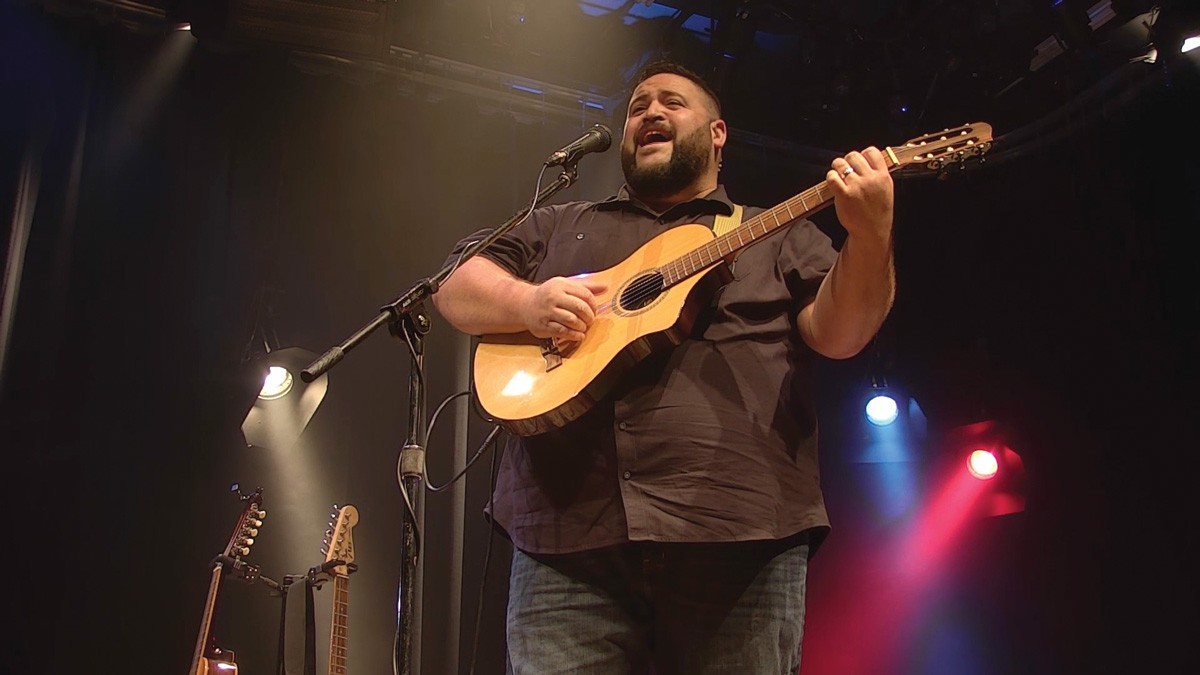 Nicolas Vigil performs for Inland Sessions.