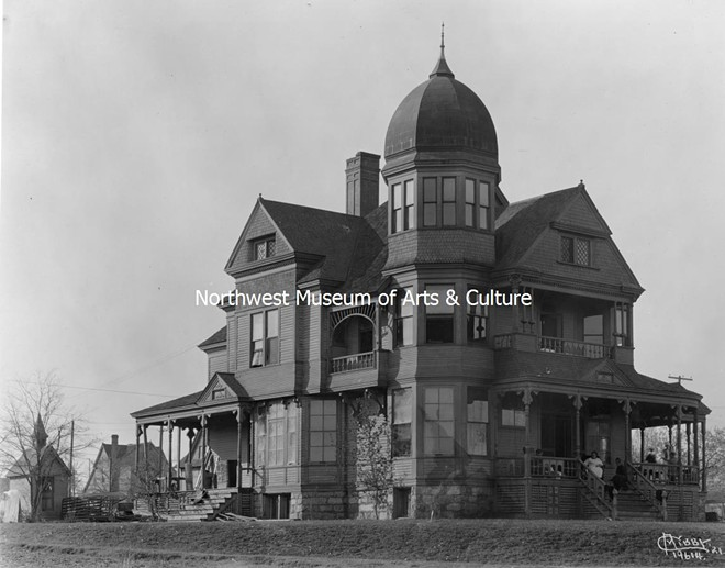 """Another Libby Collection photo, of the """"Spokane Old People's Home,"""" a magnificent haunted house-looking mansion. Dated 1921. - MAC"""