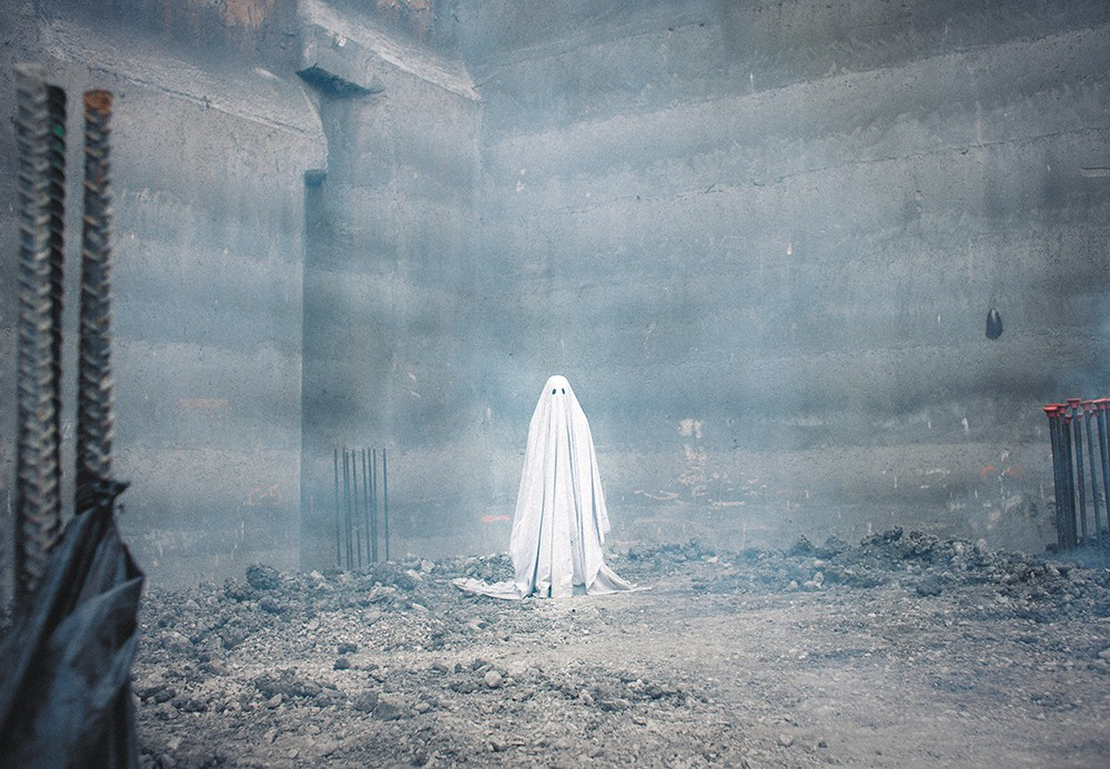 A Ghost Story is a very serious movie about a bedsheet ghost.