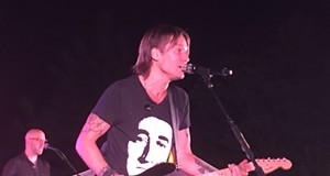 VIDEO: Keith Urban played a Spokane backyard party over the weekend, for a good cause