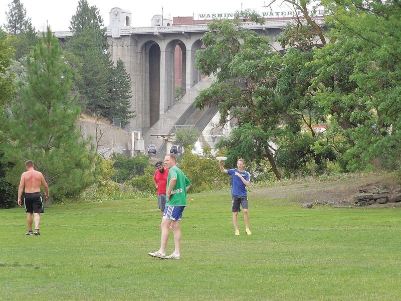 Glover Field hosts lunch-time frisbee. - CHEY SCOTT