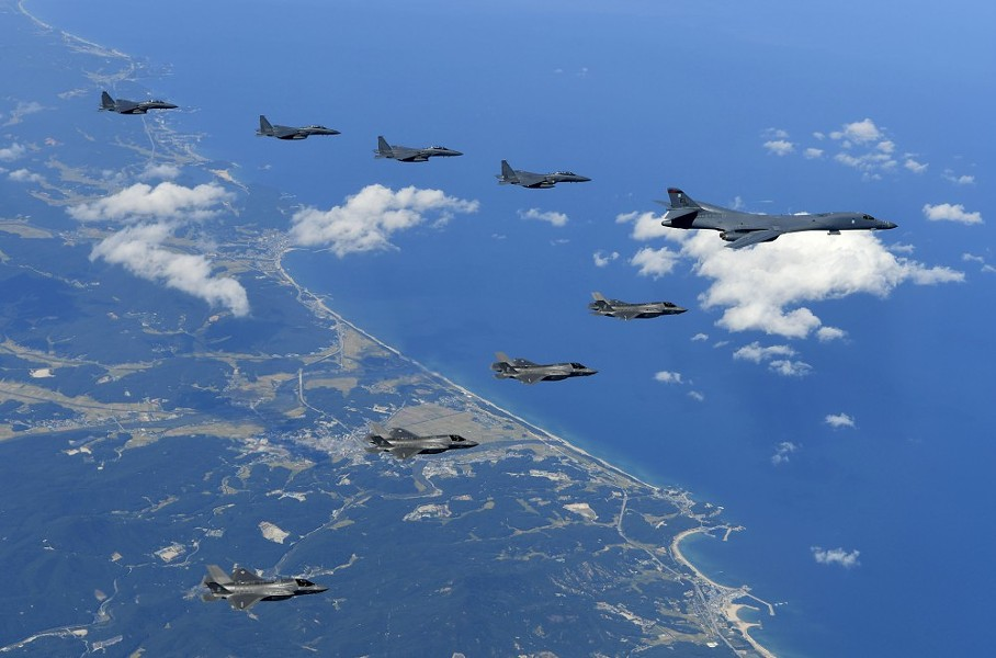 A handout image from the South Korea Defense Ministry of a U.S. Air Force B-1B bomber, F-35B stealth fighter jets and South Korean F-15K fighter jets flying over South Korea during joint drills, Sept. 18, 2017. - SOUTH KOREA DEFENSE MINISTRY VIA THE NEW YORK TIMES