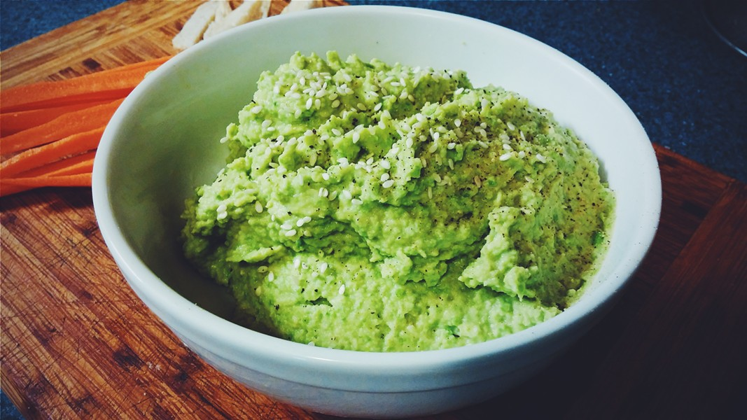 Green pea hummus ready to eat - SAM SIMON