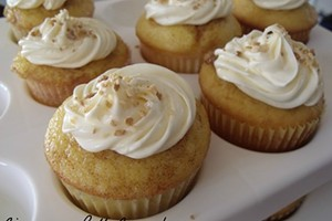 Home Cookin': Cinnamon Roll Cupcakes