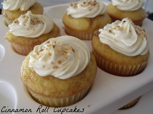 cinnamonrollcupcake2.JPG