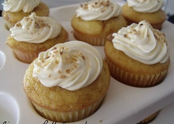 Home Cookin': Cinnamon Roll Cupcakes
