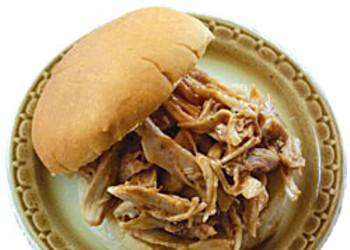 Pulled Chicken on Rolls With Apple-Broccoli Slaw