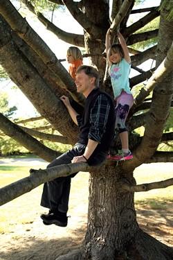 Erik Kaarla with his 7-year old twins - MATTHEW THORSEN