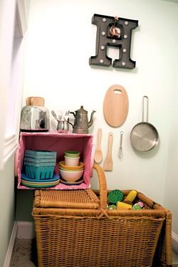 The play kitchen - CALEB KENNA