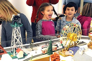 henry_sheldon_museum_kids_enjoying_the_train_exhibit_at_the.jpg