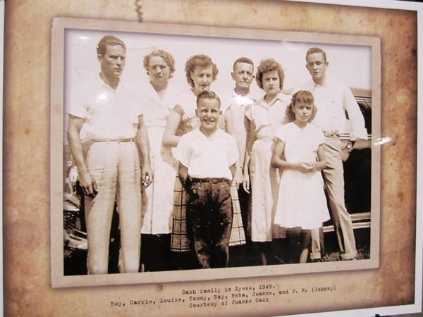 A 1949 Cash family photo - GREG NERI
